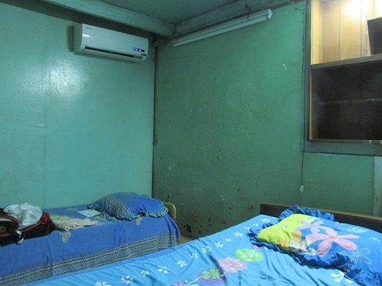 Mahabandoola Guest house: Room