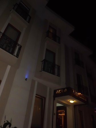 Acra Hotel : front of hotel