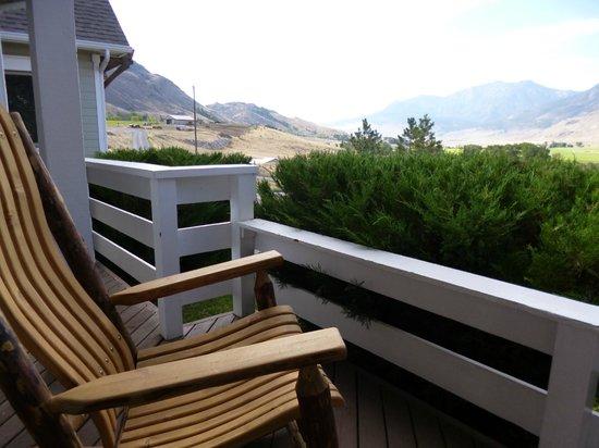 Yellowstone Basin Inn: Rocking chair on the terrace near a room