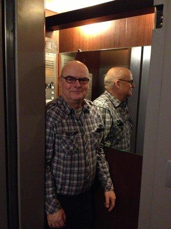 Hotel Garden Saint Martin: kleine lift