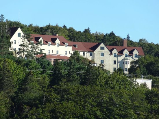 Digby Pines Golf Resort & Spa: View of Hotel from Below