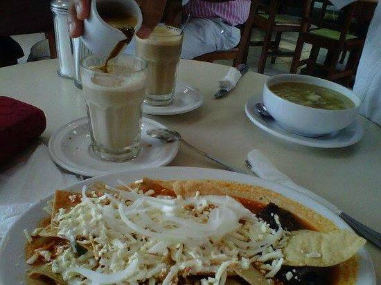 Restaurante Los Farolitos: Me gustan mucho sus Chilaquiles.....