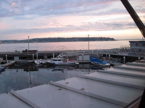 Anthony's Pier 66 & Bell Street Diner: The view of the bay.