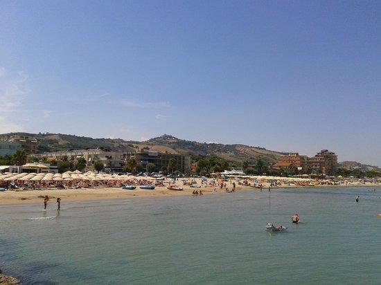 Franca Hotel: La spiaggia di Roseto dal pontile