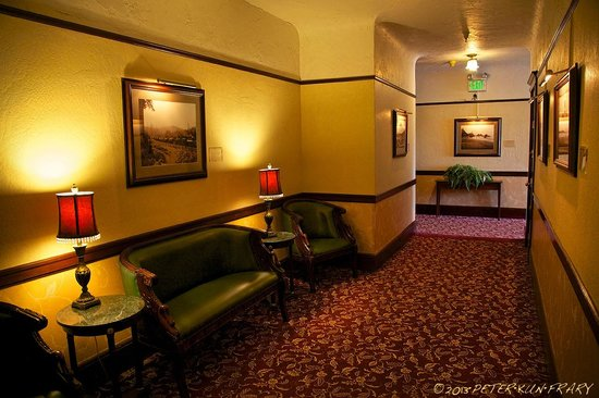 Hotel Arcata : Hallways are much nicer than rooms: historical pictures & period inspired rugs and Furniture.