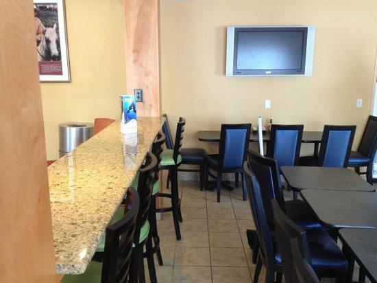 Fairfield Inn & Suites San Antonio Downtown/Market Square: Lobby dining