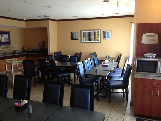 Fairfield Inn & Suites San Antonio Downtown/Market Square: Dining area in lobby