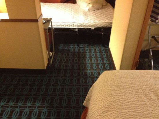 Fairfield Inn & Suites San Antonio Downtown/Market Square : Major design flaw. Couch blocks access.