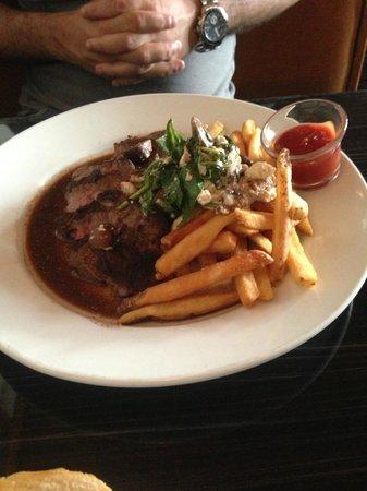 Black Horse Restaurant Tavern: Spice Rubbed Steak & Fries