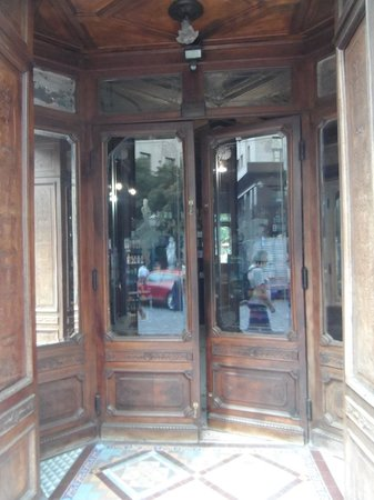 Farmacia De la Estrella Homeopatia : Open to patrons for over a century