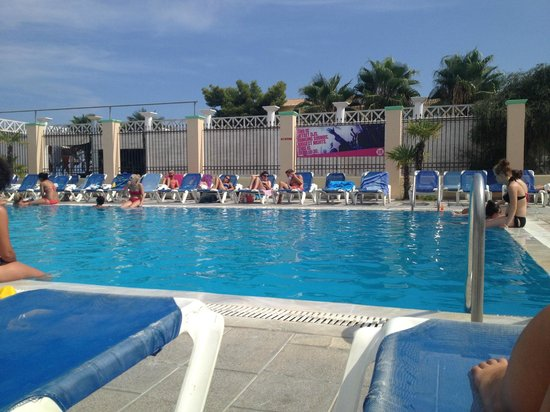 Trabukos Studios and Apartments: poolside!
