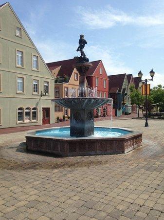 Stoudtburg Village : Fountain