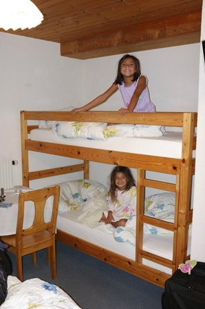 Hotel Alpina: Kids and bunk beds = WIN!