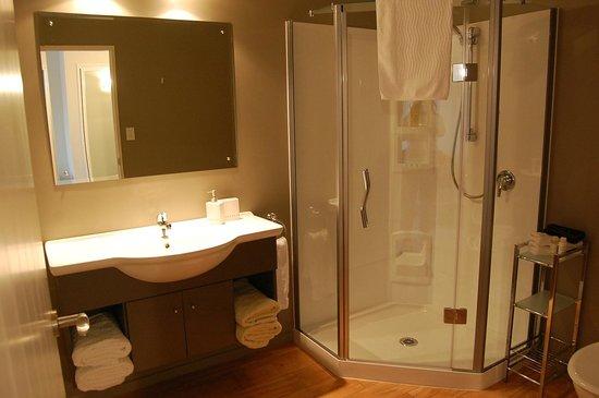 Rimu Lodge : Kereru bathroom