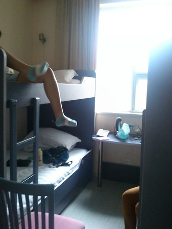 Shanghai City Central Youth hostel: 4 people dormitory