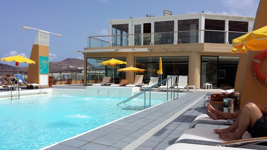 Bull Reina Isabel & Spa: Rooftop pool. Very chilled