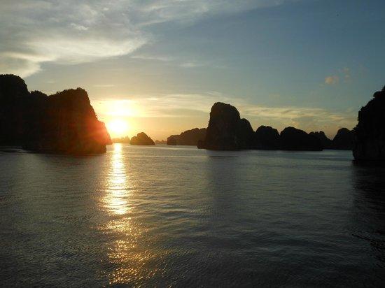 Handspan Travel: Sunset on Halong bay
