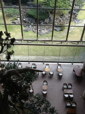 Yakushima Iwasaki Hotel: View from 5th floor to reception area including cafe
