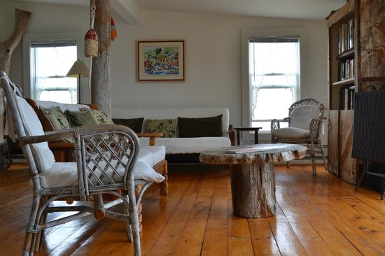By the Dock of the Bay Cottages: Living room