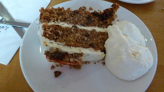 Hendersons Salad Table Restaurant: Cake