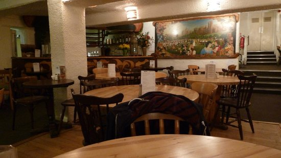 Hendersons Salad Table Restaurant: Inside