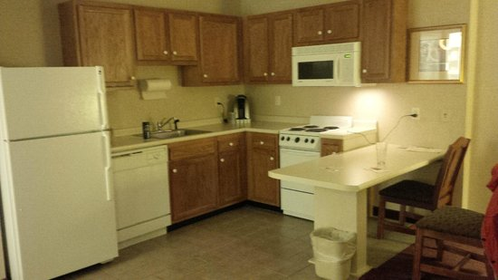 Holiday Inn Express & Suites White River Junction: Kitchenette