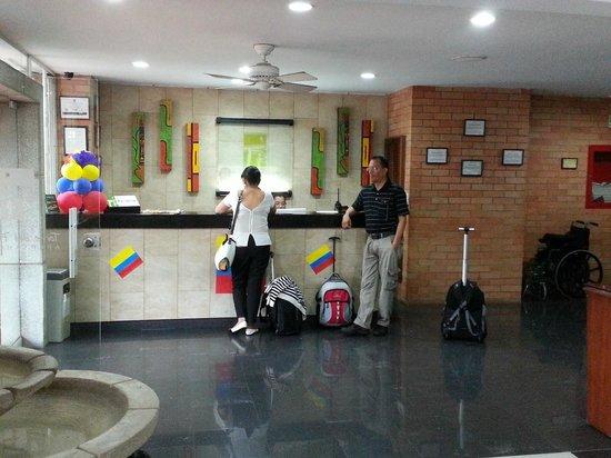 Apartahotel Torre del Prado : Lobby