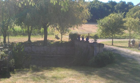 Saint-Martin-de-Ribérac, France : Ancien lavoir - étang