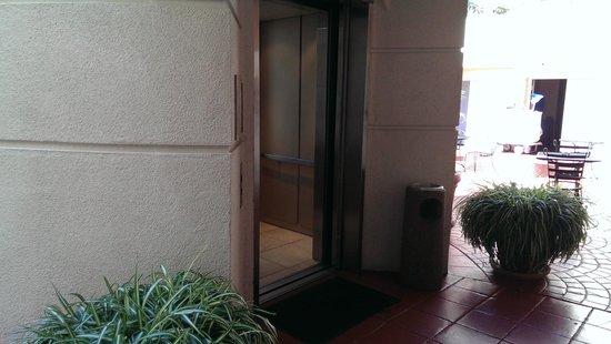 BEST WESTERN PLUS Suites Hotel Coronado Island: elevator
