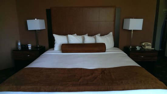 BEST WESTERN PLUS Suites Hotel Coronado Island: bed