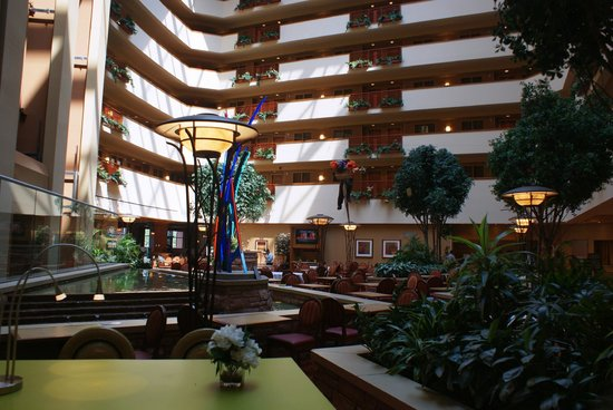 Embassy Suites by Hilton Loveland - Hotel, Spa and Conference Center: Main lounge/atrium
