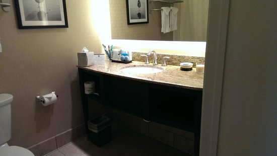 Best Western Plus Suites Hotel Coronado Island: bathroom