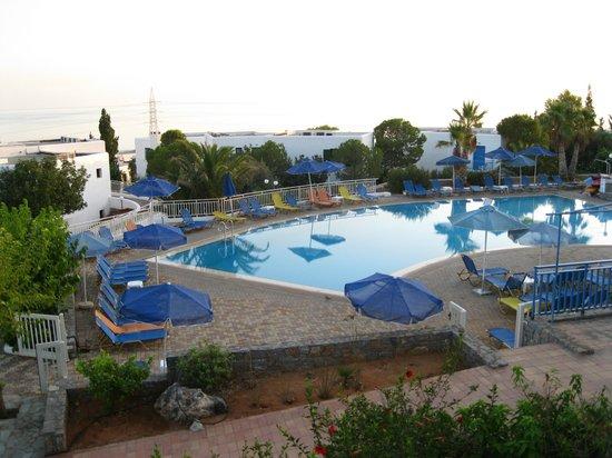 Sunshine Village : Pool by day