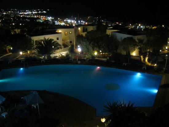 Sunshine Village : Pool by night