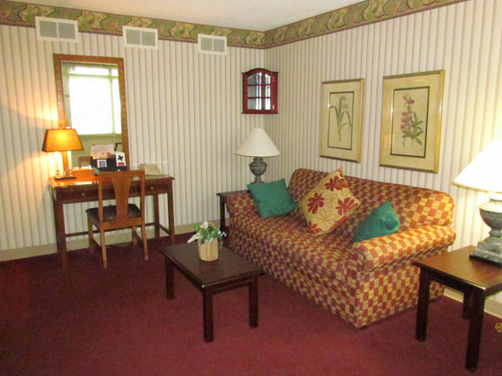 Colony House Motor Lodge: Suite