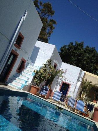 هوتل ليتا: Vue du bord de la piscine