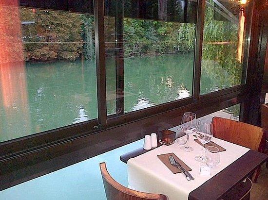 Ritchi Italian Ristorante & Lounge : La terrasse couverte en bord de Marne