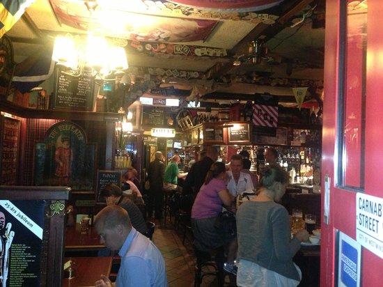 Old Beefeater Inn: Gemytligt krypin med grym mat o dricka