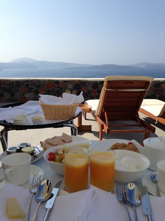 Pezoules: Daily Breakfast