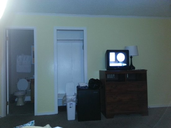 Boardwalk Motel: Closet. The trash can, refrigerator were in front of closet.