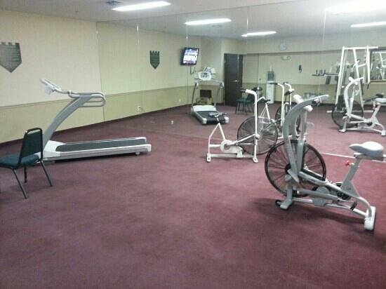 BEST WESTERN Old Mill Inn: Large workout room, but little equipment