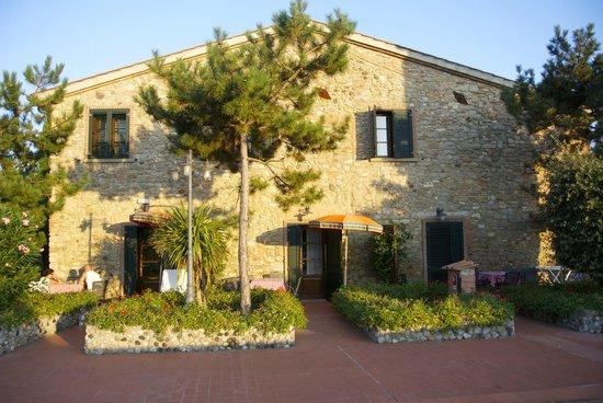 Fattoria Hotel Belvedere: Le bâtiment avec la chambre en bas au centre