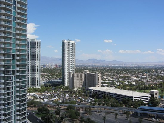 SpringHill Suites Las Vegas Convention Center: View from rooftop pool2
