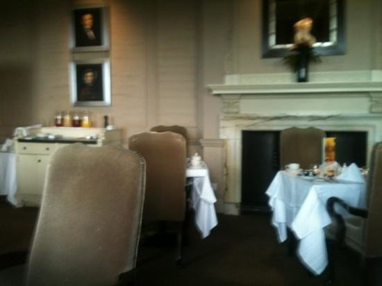 Wood Hall Hotel & Spa: Dining room