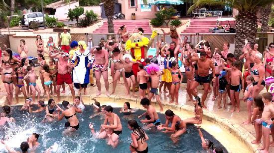 Camping la Sardane : belles animations tout les jours autour de la piscine