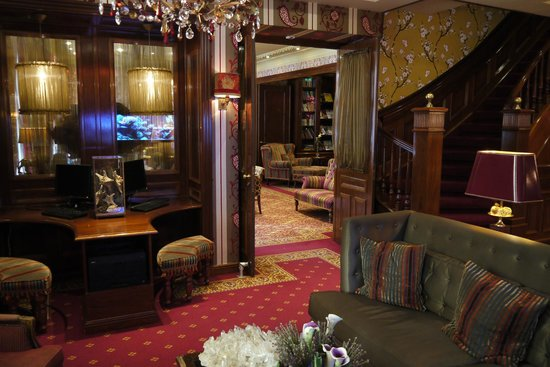 Hotel Estherea: Lobby Area