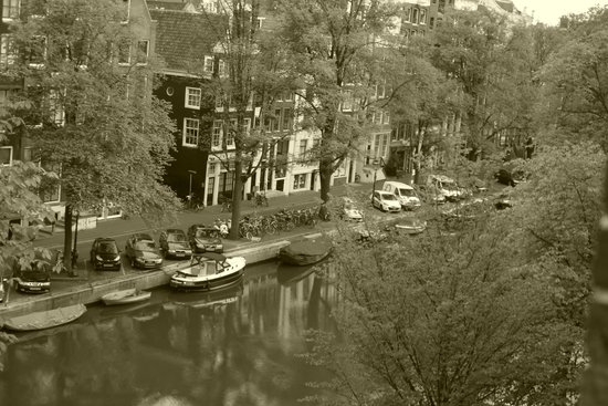 Hotel Estherea: Canal from front room