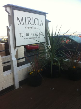 Miricia: front decked area with table and chairs