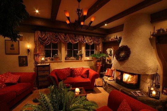 Landhotel Grimmeblick: Hotelhalle im Winter