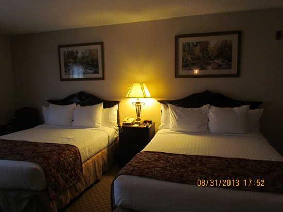 Music Road Resort Inn: 2 Queen Beds